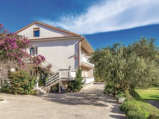 Stunning home in Rab w/ WiFi and 4 Bedrooms