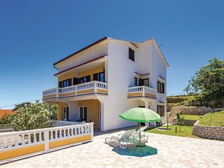 Stunning home in Palit w/ WiFi and 2 Bedrooms