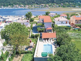 Nice home in Supetarska Draga w/ WiFi and 2 Bedrooms