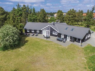 Nice home in Blavand w/ WiFi and 6 Bedrooms (P32690)