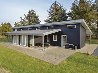 Stunning home in Blåvand w/ Sauna, WiFi and 4 Bedrooms