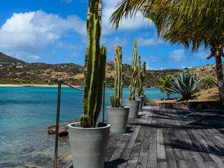 Villa Silver Rainbow | Ocean Front - Located in Tropical Petit Cul de Sac with