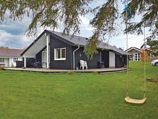Amazing home in Farsø w/ WiFi and 3 Bedrooms