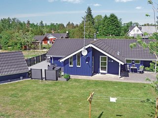 Nice home in Oksbol w/ Sauna, WiFi and 4 Bedrooms