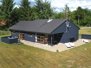 Awesome home in Oksbol w/ Sauna, WiFi and 3 Bedrooms
