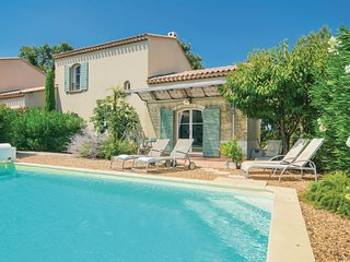 Nice home in Saint Remy de Provence w/ WiFi and 3 Bedrooms