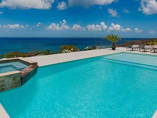 Villa Dreamin Blue | Ocean View - Located in Exquisite Happy Bay with Private