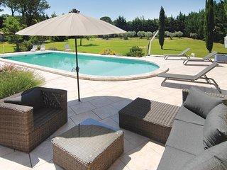 Leuk zwembadhuis in een grote tuin