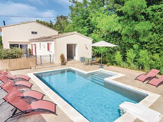 Amazing home in Eyragues w/ WiFi and 2 Bedrooms