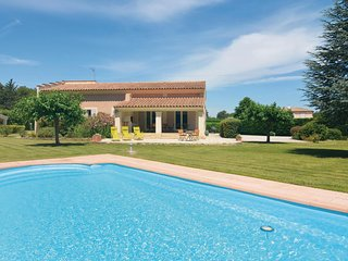 Awesome home in St. Cannat w/ WiFi and 5 Bedrooms