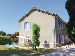 Stunning home in Verquières w/ WiFi and 3 Bedrooms
