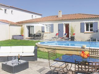 Beautiful home in Salon de Provence w/ Jacuzzi, WiFi and 3 Bedrooms