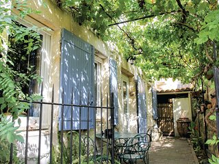 Beautiful home in Boulbon w/ WiFi and 2 Bedrooms