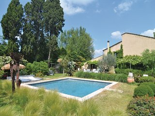 Awesome home in Cabannes w/ WiFi, Outdoor swimming pool and 1 Bedrooms