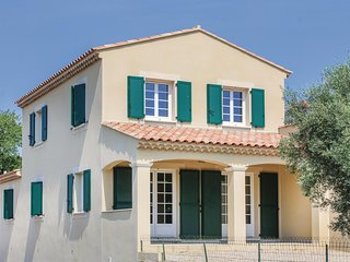 Amazing home in Lançon de Provence w/ WiFi and 3 Bedrooms