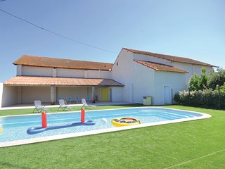 Nice home in Le Sambuc w/ 2 Bedrooms and WiFi