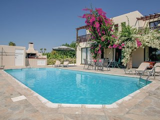 Stunning home in Pafos - Cyprus w/ WiFi, 4 Bedrooms and Outdoor swimming pool
