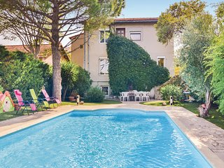 Nice home in Marseille w/ WiFi and 5 Bedrooms