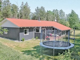 Awesome home in Oksbol w/ Sauna, WiFi and 4 Bedrooms