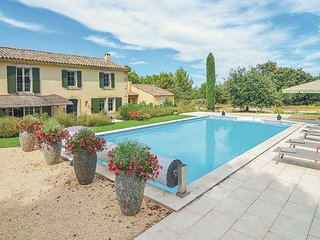 Nice home in Eygalieres w/ WiFi and 4 Bedrooms