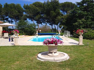 Antibes Juan les Pins Elegant Vacation Villa with Pool