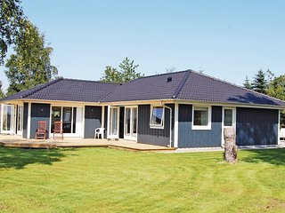 Awesome home in Ebeltoft w/ WiFi and 3 Bedrooms