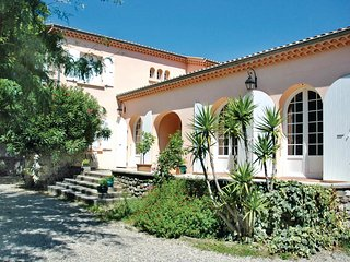 Amazing home in Montélimar w/ WiFi and 4 Bedrooms