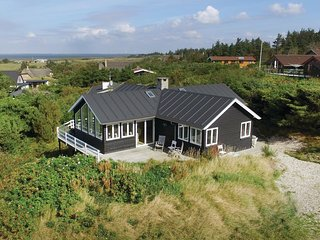 Amazing home in Ulfborg w/ WiFi and 4 Bedrooms