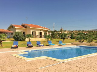 Beautiful home in Maroni Lamaka w/ WiFi and 4 Bedrooms