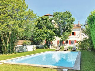 Amazing home in Aix en Provence w/ WiFi and 4 Bedrooms