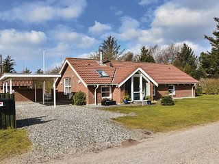 Nice home in Ulfborg w/ Sauna and 3 Bedrooms