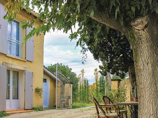 Awesome home in St. Remy de Provence w/ WiFi and 2 Bedrooms