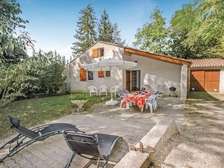 Beautiful home in Luc-en-Diois w/ WiFi and 3 Bedrooms