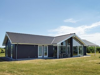 Awesome home in Brovst w/ Sauna, WiFi and 4 Bedrooms