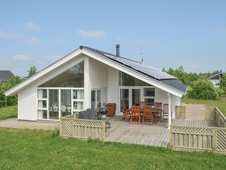 Beautiful home in Brovst w/ Sauna, WiFi and 3 Bedrooms