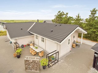 Awesome home in Ebeltoft w/ WiFi and 3 Bedrooms (D04555)