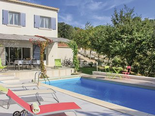 Amazing home in Suza la Rousse w/ WiFi and 3 Bedrooms