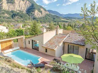 Awesome home in Chatillon en Diois w/ WiFi and 4 Bedrooms