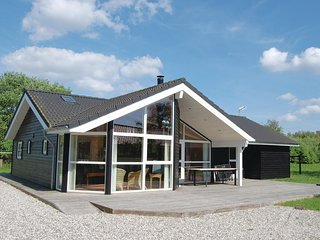 Nice home in Ebeltoft w/ Sauna, WiFi and 4 Bedrooms