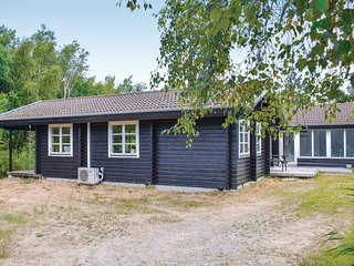Awesome home in Ebeltoft w/ WiFi and 4 Bedrooms