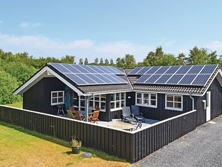 Beautiful home in Ebeltoft w/ Sauna, WiFi and 5 Bedrooms