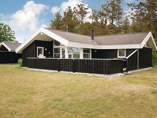 Nice home in Ebeltoft w/ Sauna, WiFi and 5 Bedrooms