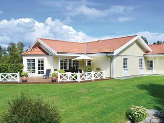 Beautiful home in Ebeltoft w/ WiFi and 3 Bedrooms (D09459)