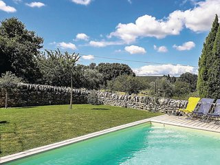 Nice home in Chamaret w/ WiFi, 4 Bedrooms and Outdoor swimming pool