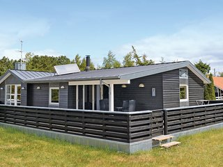 Awesome home in Ebeltoft w/ Sauna, WiFi and 3 Bedrooms