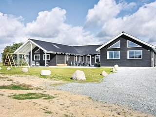 Stunning home in Sydals w/ Sauna, WiFi and 8 Bedrooms