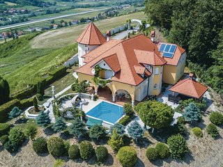 Amazing home in Sv.Kriz Zacretje w/ Jacuzzi, WiFi and 5 Bedrooms