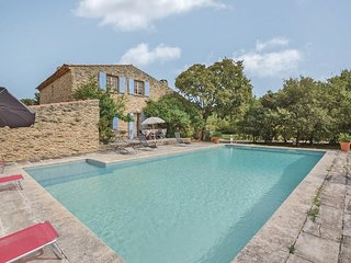 Awesome home in Gordes w/ WiFi, Outdoor swimming pool and 4 Bedrooms