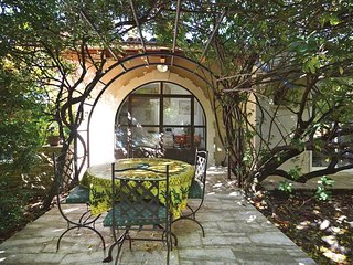 Amazing home in L'Isle sur la Sorgue w/ WiFi and 1 Bedrooms