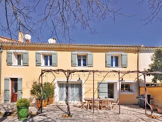 Amazing home in Chateuneuf de Gadagne w/ WiFi and 3 Bedrooms